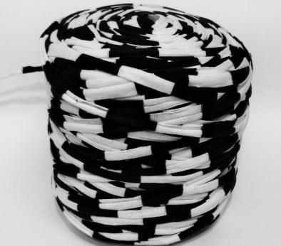 Черная - белая (пестрая) / код 8003